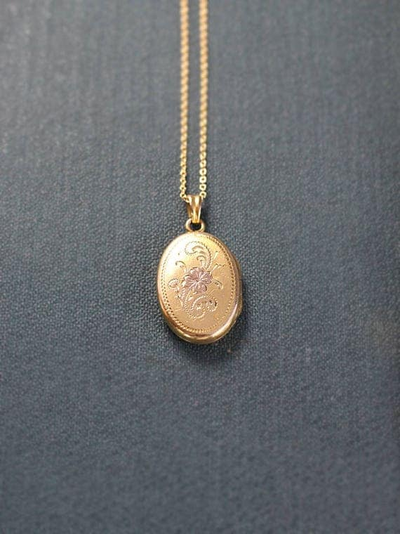 Vintage Gold Filled Locket Necklace, Small Oval Picture Photo Pendant - Golden Jewel