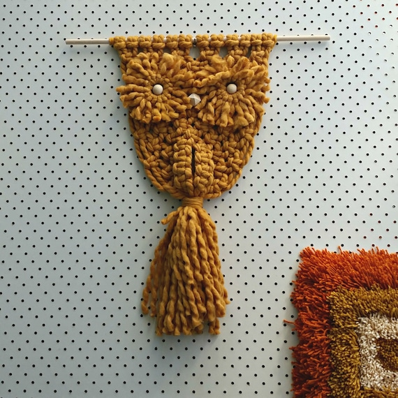 Modern macrame Owl made of mustard merino wool. Chunky yarn wall hanging.