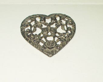 """Metal Heart Finding Ornament Decoration 3.5"""" X 3.5"""" Footed Crafting Repurpose DIY sm"""
