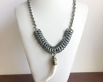Dragon Tooth Necklace >> claw necklace, longclaw necklace, bone necklace, chainmail necklace, fang necklace, mens necklace, unisex jewelry