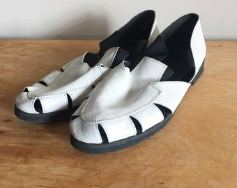 SALE Vintage 90s White Leather Strappy Elastic Sandals, White Leather Flats, Summer Shoes, Size 8