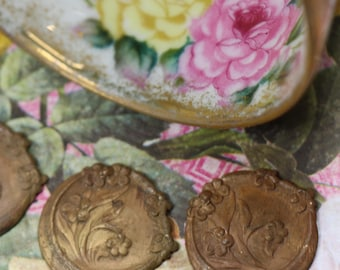 1 Vintage Thick Brass Stamping with Flowers