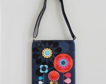 Groovy bloom, sling bag