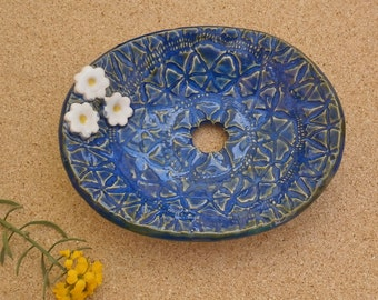 Green or Blue soap dish with white daisies -  Handmade stoneware soap tray - Ceramic Bathroom accessory - Home decor