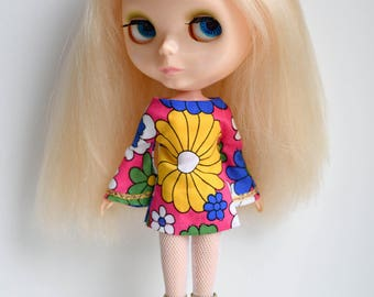 Flower power Bell sleeved patterned retro mod style dress and matching vintage hair accessory for Blythe Pullip Dal licca and similar dolls