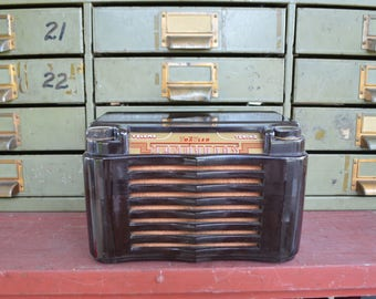 Trav-ler Dark Brown Electric Tube Radio/Model 5060A/USA