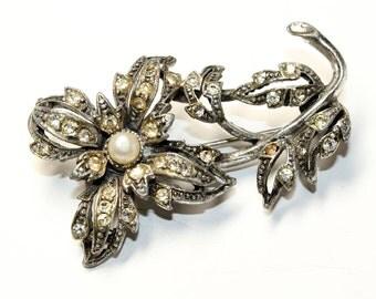 Sparkly Rhinestone Diamante Faux Pearl Silver Coloured Flower Brooch (c1960s)
