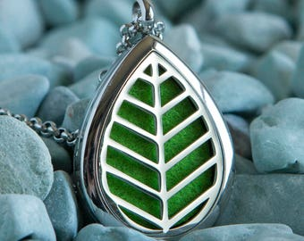 Out of Stock for 2 weeks - Stainless Steel Oil Diffuser Necklace - Leaf
