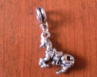 Silver Pendant horse with saddle 17x16mm