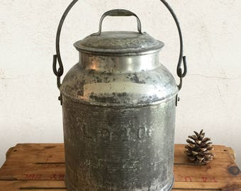 Vintage Milk Dairy Pail with Lid and Bail Handle / 4 QT Metal Steel Bucket / Display for Rustic, Primitive, Farmhouse Kitchen Home Decor