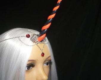 Red Queen Unicorn - Tiara mit handgefertigtem Horn - Gothic Empress - Alice in Wonderland