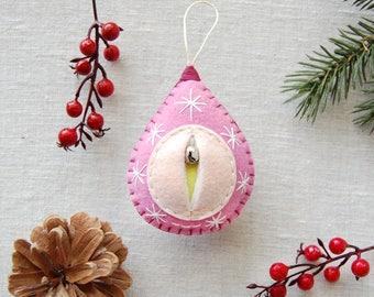 Renee, the big snowy Vaginament® ornament! Big sister to the One Lip Wonder Renee, as seen on Cosmo.com :) {Big Snowy Renee}
