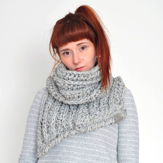 The Fern • Open-Ended Scarf • Crochet Chunky Knit • Colour: EARL GREY
