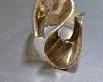 Vintage MODERNIST Mod Retro 1960s Sterling Silver Swirl RING - size 6.5 - 9.7 grams