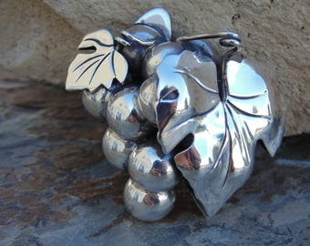 Rancho Alegre ~ Vintage Taxco Sterling Silver Bunch of Grapes with Leaves Pin / Brooch