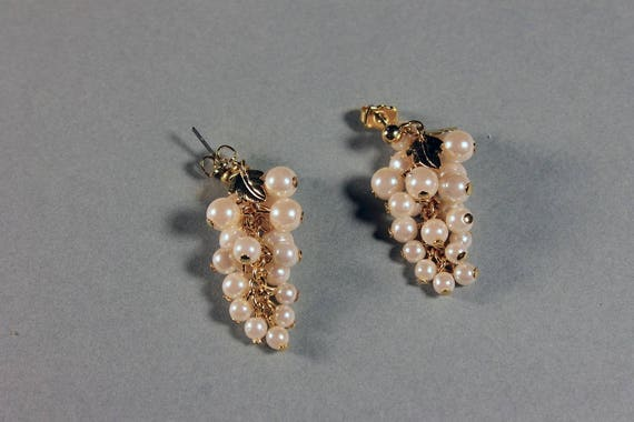 Avon Earrings, Cream Frosted Grapes, Goldtone, Post Style Earrings, New In Box, 1991, Fashion Jewelry, Costume Jewelry
