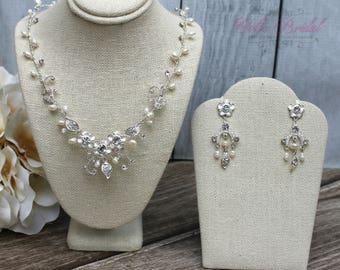 FAST SHIPPING!! Beautiful Swarovski Crystals and Fresh Water Pearls Jewelry Set, Bridal Set, Bridal Jewelry Set, Sweet 16 Jewelry Set