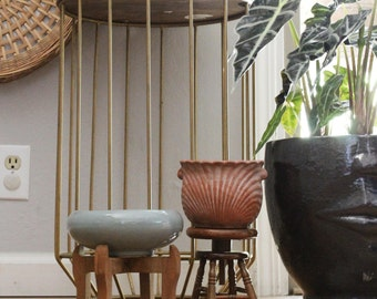 cute vintage terra cotta planter with wood stand plants boho bohemain decor junglaow decor handmade plnater gardening planter garden planter