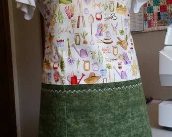Cute full-length adjustable gardening apron with green pockets