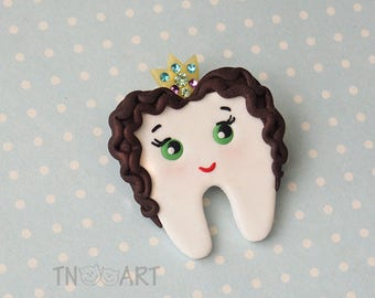 Cute Lovely Princess Tooth Brooch/ handmade polymer clay jewelry Pin girl tooth crown / gift for dentist Medical Dentistry