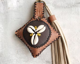 Leather bag charm with shells