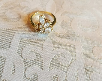 Women's golden ring with cz accents, size 6