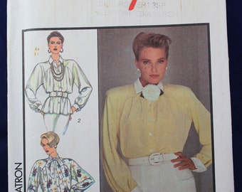 Sewing Pattern for a Woman's Shirt in Size 14 - Style 4972