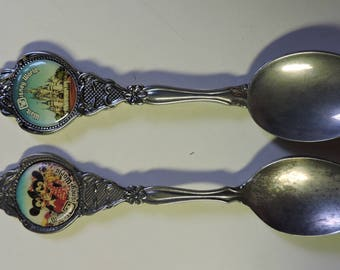 2 Vintage WALT DISNEY WORLD Collector Spoons - Mickey & Minnie Mouse