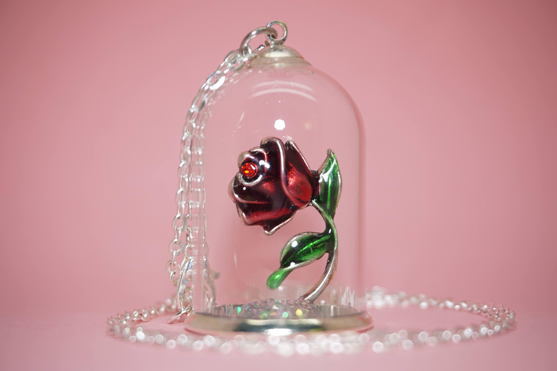 collier cloche en verre rose ternelle. Black Bedroom Furniture Sets. Home Design Ideas