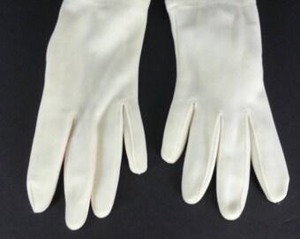 Vintage White Fabric Gloves - Size 7 // elastic wrist retro 60s 70s day costume gloves