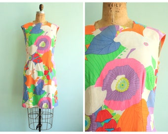 Vintage 1960's Mod Floral Print Mini Dress | Size Small
