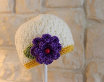 Childs / Toddler hat in off-white with purple flower