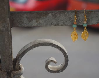 Cute earrings with a leaf