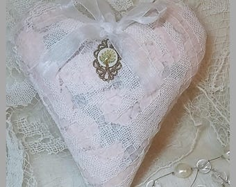 "Small lace heart old ""handmade"" shabby chic."