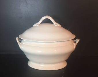 Beautiful shabby chic antique French soup tureen,  dish with lid in white porcelain. Oval shape, large size.