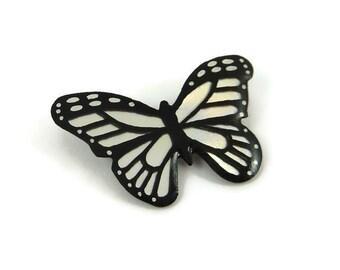 Broche petit papillon brillant irisé et noir, broche fantaisie papillon moiré, broche éco-responsable en plastique peint (CD recyclé)