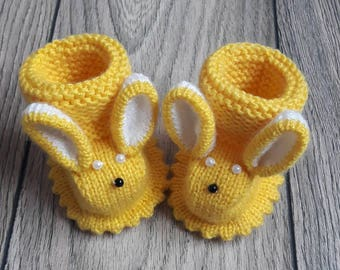 Knit newborn baby bunny booties/ yellow Easter baby shoes/Newborn photoprops/ yellow and white/ first baby shoes/Handmade/baby shower gift