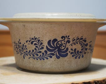 Pyrex Homestead Casserole Dish 473 1 quart Speckled and Blue with Lid