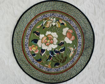 Antique Chinese Qing Dynasty silk embroidered roundel
