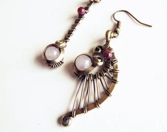 Ethnic asymmetrical earrings - rose quartz / Garnet - brass
