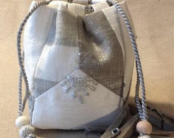 Small purse empty pocket in a komebukuro spirit. Valentines Day gift idea. Silk and linen. charm gri-gri