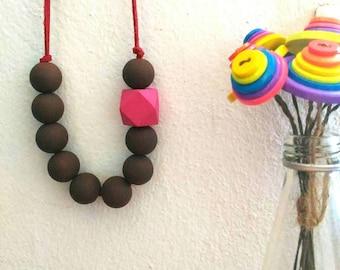 ZAHEERA - The handmade necklace, handpainted wooden beads, handmade jewelry, handmade by lovethebuttons
