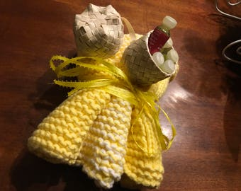 Organic cotton spa cloths and small mini basket of oils. Three face cloths are in the bundle.FREE SHIPPING