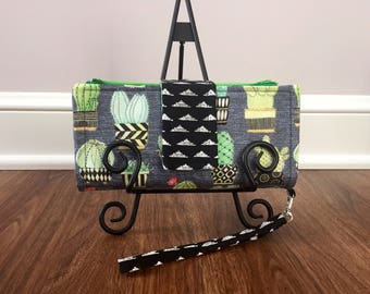 Cash Envelope System Wallet/Clutch (Dave Ramsey style budgeting) 4, 6, or 8 zippered pockets with wristlet strap//Cactus print wallet
