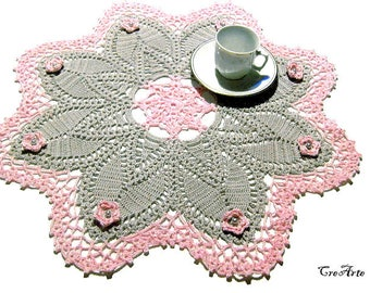 Gray and Pink crochet doily with flowers, Centrino grigio e rosa all'uncinetto