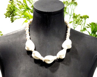 VINTAGE: CHUNKY Natural Puka Shell Necklace - Natural Necklace - (13-C1-00006506)