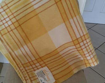 Vintage Double Bed Pure Wool Blanket - by Woolspun/Warrnambool/Australia in Excellent condition