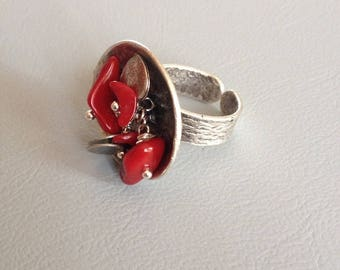 Baroque Adjustable ring, coral chips and silver plated hammered and matte Leamorphoses creation