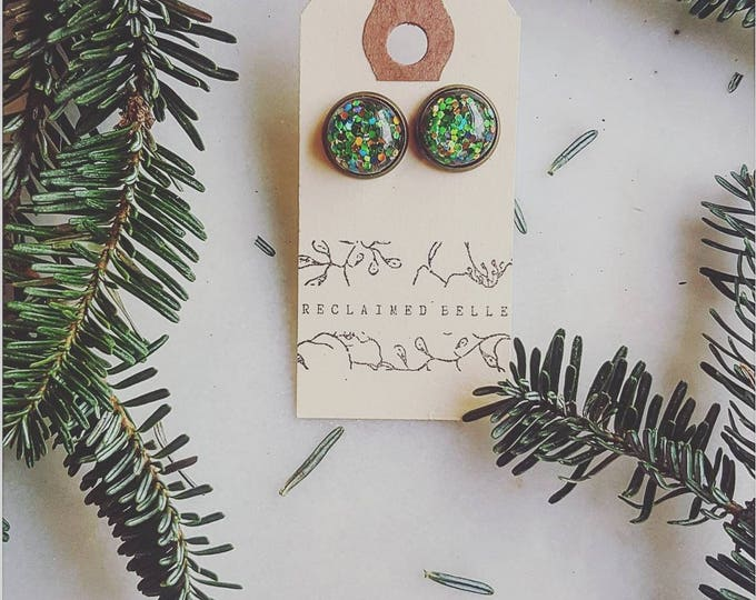 """Vintage """"Christmas tree"""" glitter green with multicolor on antique bronze 12mm"""