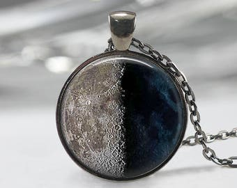 Third Quarter Moon Necklace,Moon Jewelry, Moon Phase Pendant, Third Quarter Moon Keychain, Moon Phase Gift